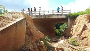 Barragem para proteger as lagoas que dão subsistência ao assentamento e às escolas